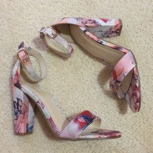 Bamboo floral open toe sandals 6.5